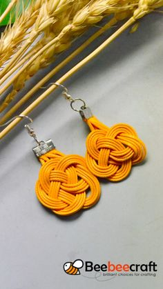 Beebeecraft idea on making knot earrings with yellow thread Diy Jewelry Set, Jewelry Shop, Jewelry Crafts, Handmade Jewelry, Jewelry Making, Diy Jewelry Knots, Handmade Keychains, Handmade Beads, Jewelry Accessories
