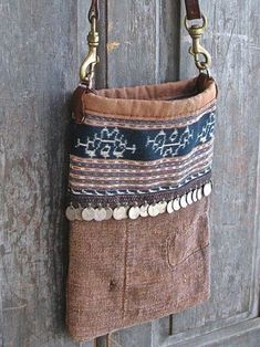 Lovely use of pattern, texture, dangles, and plain fabric My Bags, Purses And Bags, Medicine Bag, Embroidery Bags, Handmade Purses, Boho Bags, Linen Bag, Denim Bag, Fabric Bags