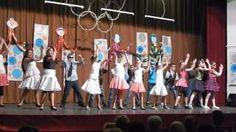 Ezt az osztályommal táncoltuk. Én balról a harmadik vagyok a piros fekete egybe ruhával .Na mit gondolsz a táncról ?