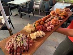 Met de lekkerste Italiaanse producten. Antipasto, Catering, Dairy, Cheese, Food, Home, Meal, Eten, Meals