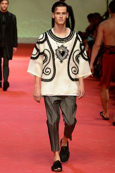 http://www.style.com/fashionshows/complete/slideshow/S2015MEN-DGABBANA/