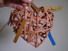Môj postup na srdiečko 20 Newspaper Crafts, African Fashion, Origami, Paper Straws, Paper Mache, Hearts, African Wear, Origami Paper, Origami Art