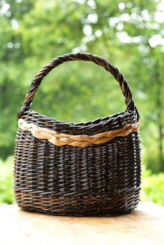 Mai Hvid Jorgensen - Willow and Rush basket with Catalan Base by Tim Johnson, via Flickr.Basket #Willow Basket #weave #Craft #Art #Basketry #Rush Basket #Willow and Rush basket