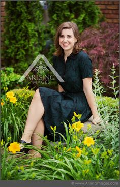 Cute senior picture in a garden. #arisingimages #michigan #senior #pictures #photoshoot