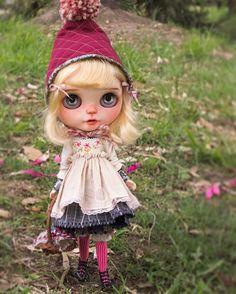 Little Rotkäppchen will be making her debut at Lele JunieMoon this Saturday. #rotkäppchen #lelejuniemoon #ihavewings #blythe #dolls #dollgram #dollartistry #customdoll