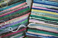 boho home decor diy boho floor pillow using dollar store rugs Boho Cushions, Floor Cushions, Diy Pillows, Floor Pillows Kids, Chair Cushions, Floor Pouf, Floor Rugs, Home Design, Design Design