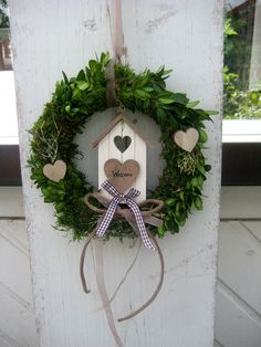 Landhaus Türkranz WILLKOMMEN, Wanddekoration von SternenglanzClemens auf Etsy Door Wreaths, Grapevine Wreath, Artificial Boxwood, House Doors, Country Style Homes, Grape Vines, Ladder Decor, Handmade, Door Hangers