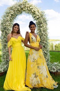 Vestido amarelo para madrinha de casamento: fotos, modelos e tendências 2021