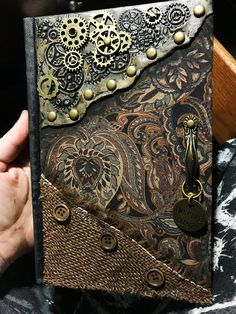 Steampunk is where it's at. This mini sketch book is perfect for on the go art or keeping by a bed side for quick doodles. Steampunk Book, Steampunk Crafts, Steampunk Design, Handmade Journals, Handmade Books, Mixed Media Boxes, Halloween Books, Mix Media, Leather Journal