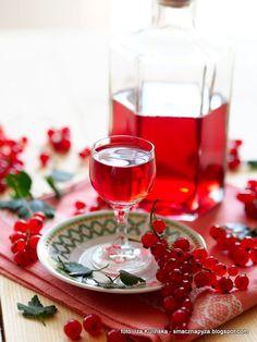 Nalewka z czerwonych porzeczek. Porzeczkówka | Smaczna Pyza Buy Wine Online, Alcoholic Drinks, Cooking, Food, Glasses, Recipes, Diet, Canning, Kitchen