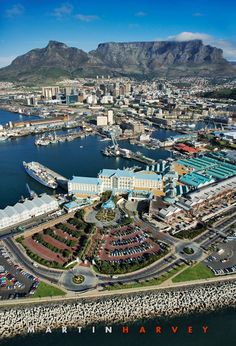 Gorgeous and what a perfect day for this aerial overview of Cape Town Harbour, CBD, and the glorious Table Mountain, in South Africa. Pretoria, Paises Da Africa, Destinations, Namibia, Le Cap, Les Continents, Safari, Cape Town South Africa, Most Beautiful Cities