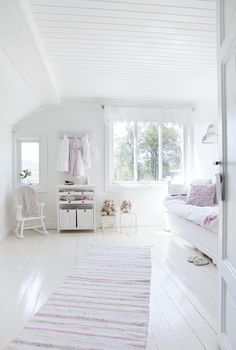 Girl's room - white, pink, country