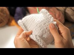 stockinette stitch in the round - Google Search Knitting Videos, Knitting For Beginners, Knitting Projects, Knitting Tutorials, Baby Knitting Patterns, Knitting Stitches, Hand Knitting, Crochet Beret, Free Crochet
