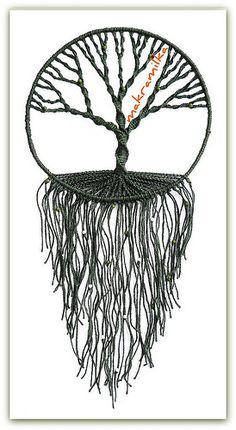 macrame - tree of life wall hanging - makramilka - awesome MaisDíszek a falon & Decor pereteOrnaments on the wall / Decor peretoI like the single color, could also add beadsgotta love that tree Macrame Knots, Micro Macrame, Carillons Diy, Los Dreamcatchers, Art Macramé, Yarn Crafts, Diy Crafts, Metal Tree Wall Art, Macrame Tutorial