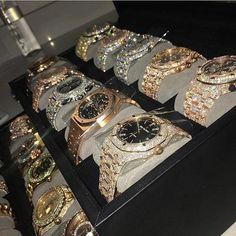 Swiss Army Watches Are So Precise! Luxury Watches, Rolex Watches, Watches For Men, Analog Watches, F12 Berlinetta, Swiss Army Watches, Diamonds And Gold, Beautiful Watches, Luxury Jewelry
