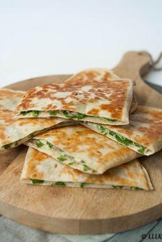 Quesadilla's met spinazie en feta quesadillas Quesadillas, Gourmet Recipes, Mexican Food Recipes, Cooking Recipes, Cooking Ham, Ethnic Recipes, Clean Eating Snacks, Healthy Snacks, Healthy Recipes