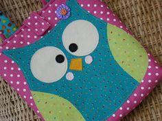 bolsa confeccionada em tecido 100% algodão pré-lavado (não encolhe), com aplicação de coruja. Detalhes feitos com feltro e fechada com velcro. R$ 45,00