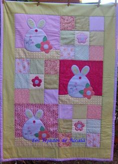 para bebes (4) | Aprender manualidades es facilisimo.com Colchas Quilt, Quilting, Baby Quilts, Crib Quilts, Chic Nursery, Small Quilts, Projects For Kids, Cribs, Duvet