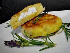 Croquettes de pommes de terre fourrées à la feta - Kartoffelfrikadellen gefüllt mit Schafskäse Veggie Snacks, Veggie Recipes, Vegetarian Recipes, Healthy Recipes, Food Humor, Relleno, Soul Food, I Foods, Food Inspiration