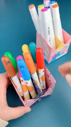 DIY Pen Holder - A simple tutorial to show you how to DIY pen or pencil holder. If you love our work, feel free to - Diy Crafts Hacks, Diy Crafts For Gifts, Diy Arts And Crafts, Diy Crafts Videos, Creative Crafts, Fun Crafts, Diy Projects, Diy Videos, Wood Crafts