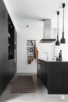 Modern barn style home Best Interior Design, Interior Design Living Room, Interior Styling, Modern Wooden House, Modern Barn, Kitchen Fan, Living Room Kitchen, Kitchen Cabinets, Black Kitchens