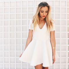 Biala sukienka online dating