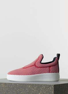 Boom-boom, this the IT shoe of Resort. Phoebe Philo knows how to play fashion with comfortable mode, creating the Celine sneakers. The third season, already! First, we had them with LOVE LIFE signs...