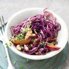 Rotkohlsalat mit Pflaumen und Walnüssen