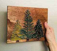 Custom Pine Tree String Art Informations About Kundenspezifische Kiefer-Schnur-Kunst Pin You can eas Kids Christmas Ornaments, Diy Christmas Tree, Christmas Decorations, Xmas, Gold Christmas, Homemade Christmas, Wood Wall Art Decor, Wire Wall Art, Art Colibri