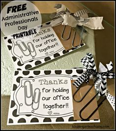 Make these ribbon-embellished jumbo paper clips, as the perfect gift for Administrative Professionals Day! Includes FREE printable and DIY directions! Administrative Assistant Day, Administrative Professional Day, Staff Gifts, Volunteer Gifts, Team Gifts, Employee Appreciation Gifts, Teacher Appreciation Week, Principal Appreciation, Volunteer Appreciation