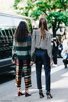 Milan Fashion Week Spring Summer 2016 Giorgia Tordini and Giulia Tordini mixing horizontal and vertical stripes Fashion Milan, Milan Fashion Week Street Style, Look Fashion, Fashion Outfits, Net Fashion, Fashion Fabric, Spring Fashion, Habit Vintage, Vintage Mode