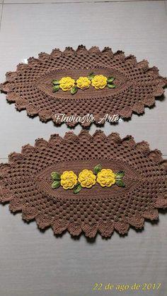 Pasta de crochê Crochet Mat, Crochet Dollies, Crochet Home, Crochet Stitches, Lucy Fashion, Crochet Sunflower, Cheap Flower Girl Dresses, Crochet Table Runner, Gift Bows