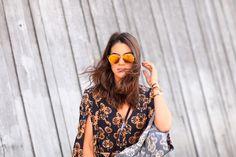 Cropped and Skirt: Anemess / Sandals: Stuart Weitzman / Purse: Luis Vuitton / Óculos: Dior