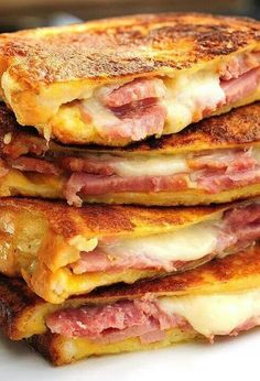 Monte Cristo sandwich is the American response to the French Croque Monsieur. Think Food, I Love Food, Good Food, Yummy Food, Delicious Recipes, Healthy Food, Simple Recipes, Healthy Meals, Healthy Recipes