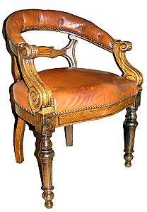 Nouvelle réfection, et encore un nouveau challenge ! Un fauteuil de Cabinet avec assise un peu trop haute pour le client, une tendance à s'enfoncer sur le centre de la garniture, et un bourrelet blessant pour les jambes. Et puis, le cuir d'origine à réutiliser...