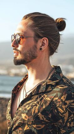 Sexiest Man Bun and Beard Look for 2020 Cool Hairstyles For Men, Bun Hairstyles For Long Hair, Men's Hairstyles, Hair And Beard Styles, Long Hair Styles, Long Hair Beard, Mens Fashion Blog, Men's Fashion, Beard Look
