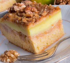 """Nu e cel mai usor desertcu mere, dar sigur e cel mai bun! Prajitura """"Felie de mar"""" cu nuci si vanilie e raportul perfect dintre pufos, cremos si crocant, cu un gust fresh de la merele caramelizate. Food Cakes, Sweet Memories, Cornbread, Cake Recipes, Cheesecake, Pudding, Ice Cream, Sweets, Cooking"""