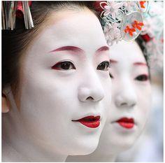 Geisha make up dress clothing ancient Japan tradition job Kyoto