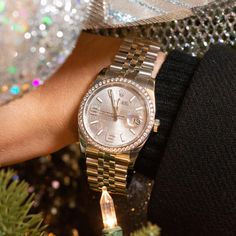Count down to the #NewYear in style with the #Rolex Date-just 116244 featuring a #diamondbezel, stainless steel case, rhodium waves dial with silver-tone hands and diamond hour markers. Shop it here! Rolex Watches For Men, Fine Watches, Swiss Watch Brands, Rolex Datejust, Stainless Steel Case, Michael Kors Watch, Markers