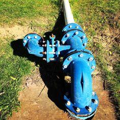 Bleu comme l'eau #eau #pompe #canalisation #nature (à Base...