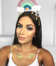 "Arco Íris 🌈 Carnaval criativo.  #modicesdasmeninas"" Makeup Geek, Makeup Tips, Make Carnaval, Glamping, Solid Color Backgrounds, Halloween Disfraces, Soft Hair, Fantasy Makeup, Costume Makeup"