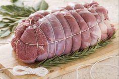 Con la scuola di cucina di GialloZafferano imparerete a legare bene la carne per preparare correttamente un arrosto e tenerlo bene in forma.