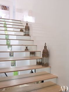 Mirrored risers punctuate the staircase   archdigest.com
