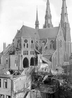 EINDHOVEN - De vernielde Catharinakerk in Eindhoven na de Engelse bombardementen op de stad in december 1942. Eindhoven, Notre Dame, Cathedral, December, Travel, Viajes, Cathedrals, Destinations, Traveling