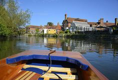 Chauffeured Punting Family Tours on the River Avon in Salisbury