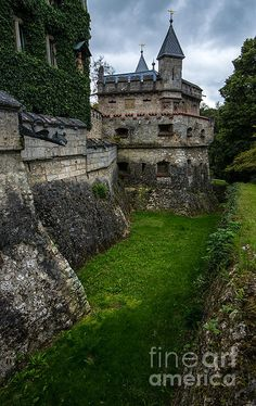 Lichtenstein Castle Moat - Baden Wurttemberg - Germany by Gary Whitton Castle Wall, Castle House, Castle Ruins, Chateau Medieval, Medieval Castle, Medieval Houses, Medieval Fantasy, Abandoned Castles, Abandoned Places