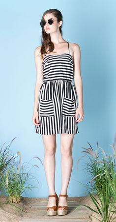 FIONA Black/Ivory : Two-way striped dress with thin, adjustable, criss-crossing at back straps. Soft, fluid and comfortable fabric, made in Japan. Betina Lou Spring-Summer 2015.