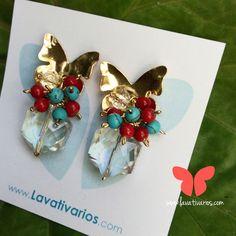 Zarcillos Mariposa. Piedras turqueza y coral. #cristal #handmade #earrings #zarcillos #jewelry #bañadosenoro #orafo #metalwork #metalsmith #OrgullosamenteDiseñadosenVenezuela #Lavativarios   Info: www.lavativarios.com Info@lavativarios.com
