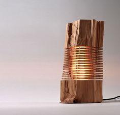 """Paul Foeckler's beleuchtete Skulpturen der """"Split Grain"""" Kollektion nutzen horizontale Lichtspalten, um die elementare Form und den physikalischen Charakter von Altholz offenzulegen. #inspiration #ndu #newdesignuniversity"""