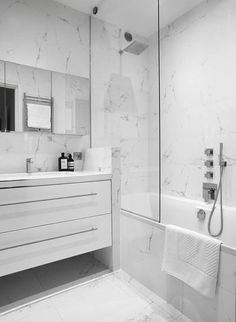 The marble invites in this bathroom for a contrasting atmosphere. Source by Condo Bathroom, Bathroom Goals, Small Bathroom, Master Bathroom, Bathroom Ideas, Bathroom Design Luxury, Modern Bathroom Design, Bad Inspiration, Bathroom Inspiration